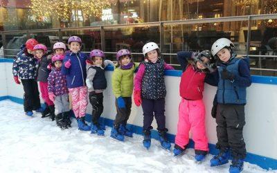 ¡Nuestros niños de la escuela patinando sobre hielo!